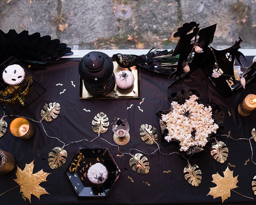 Kuldselt läikiv halloweeni kaunistus