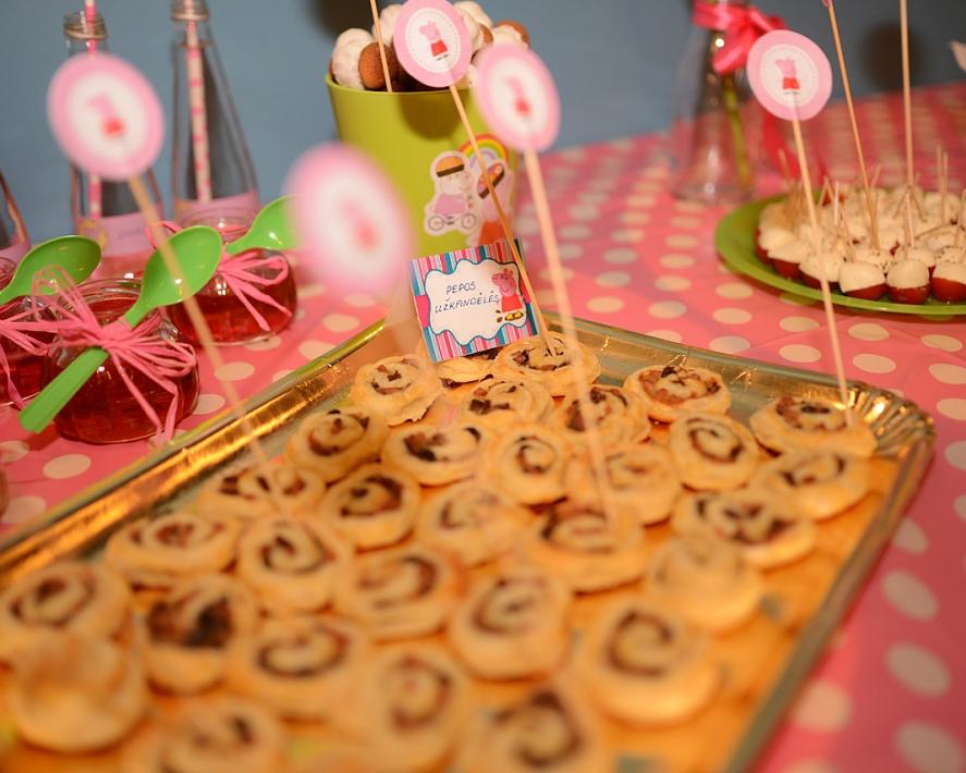 Sünnipäev Peppa Pig, või kuidas luua suvine sünnipäev talvel
