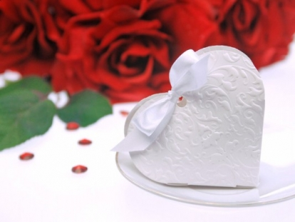 """Kinkekarp """"Valge süda"""" (10 tk ./10 x 9 x 3 cm.)"""