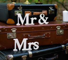 """Puidust lauakaunistus """"Mr & Mrs"""" (9,5 x 45 cm) 1"""