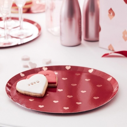 Taldrikud - punased, roosade südamekestega (8 tk./24 cm)